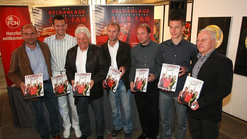 In einer Reihe mit Größen vergangener Tage. Marek Mintal zählt schon heute zweifelsohne zu den Legenden des 1. FC Nürnberg. Neben Mintal v.li. Thomas Brunner, Raphael Schäfer, Dieter Nüssing, Dieter Eckstein, Marc Oechler und Horst Leupold.