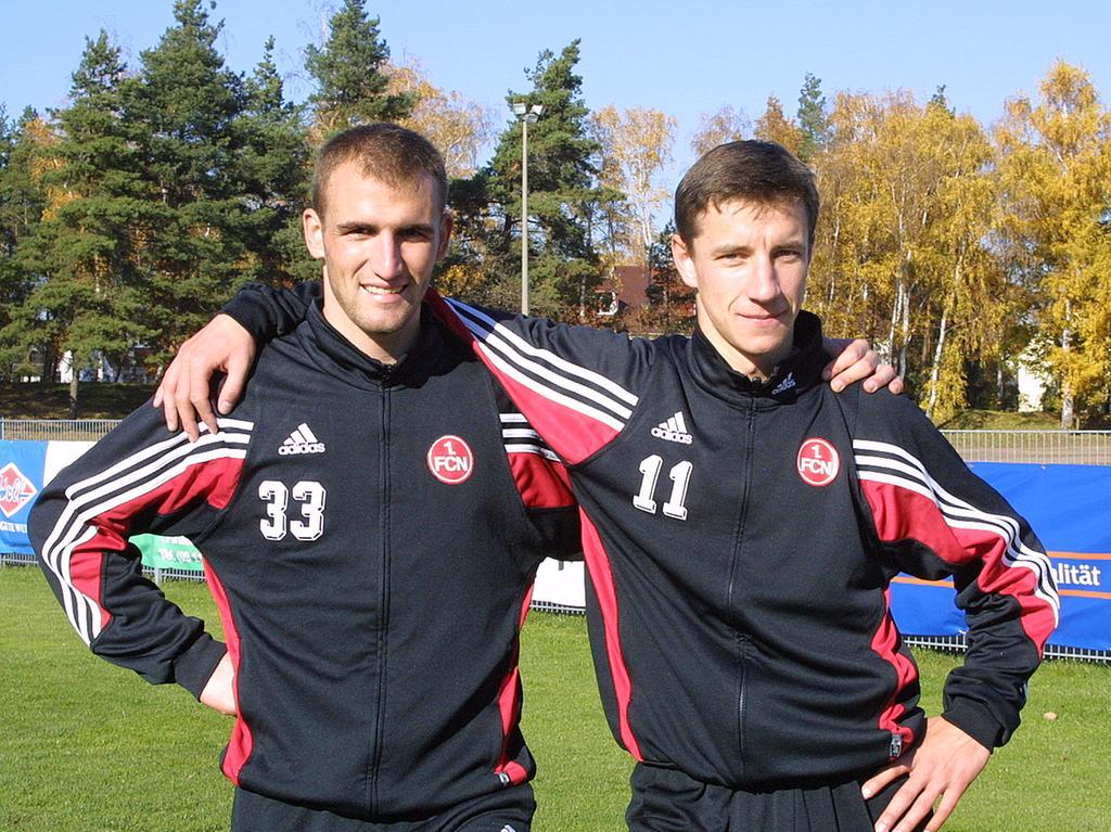 Marek Mintal und sein Landsmann Robert Vittek, die ab Sommer 2003 gemeinsam für den 1. FC Nürnberg auf Torejagd gingen, erwiesen sich als echte Glücksgriffe für den Verein. Hier posiert das Offensiv-Gespann, das von Beginn an nicht nur auf dem Platz prächtig harmonierte, einträchtig auf dem Trainingsgelände.