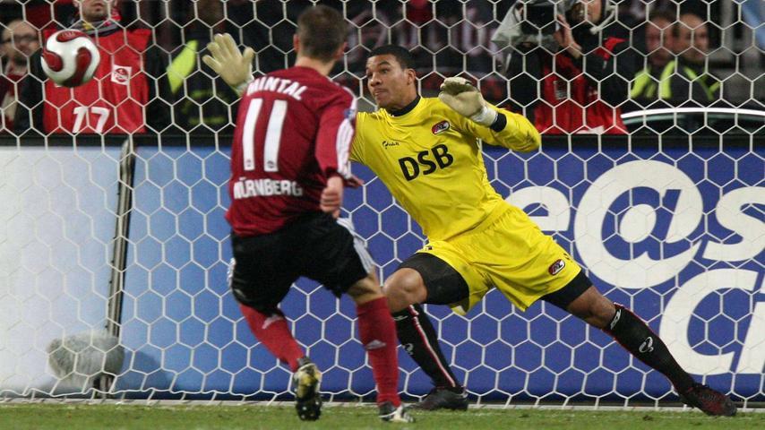 Knapp 20 Jahre war der Club der europäischen Bühne ferngeblieben - 2007 war es wieder so weit. Der Club - in der Liga auf dem absteigenden Ast - mischte Europa auf und erlebte am 5. Dezember 2007 einen der Abende, von denen man sich in Franken noch in zig Jahren erzählen wird. Publikumsliebling Marek Mintal machte aus einem 0:1-Rückstand gegen Alkmaar in der Schlussphase einen 2:1-Sieg und ebnete so den Weg für das Überstehen der UEFA-Cup-Gruppenphase. Nach den Stationen Bukarest, Everton, Alkmaar, Larisa,  und St. Petersburg wiederholte sich Geschichte: das Aus kam gegen Benfica Lissabon.