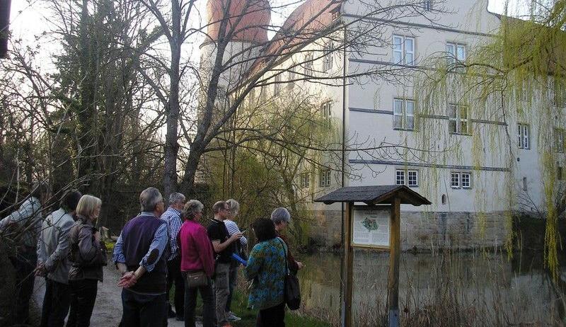 Der Spaziergang, der rund um das Schloss führte, stellte auch die Herren von Neuhaus vor.