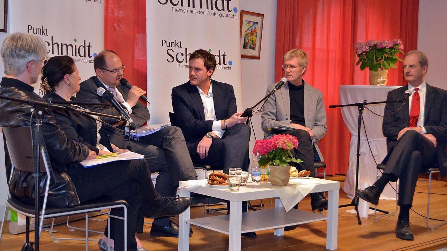 Sie sprachen sich für eine Stärkung der Palliativmedizin und der Hospizbewegung aus (v. li.): Dr. Richard Sohn, Andrea Barz, Christian Schmidt, Christoph Reuter, Dekan Friedrich Schuster und Dr. Roland Martin Hanke.