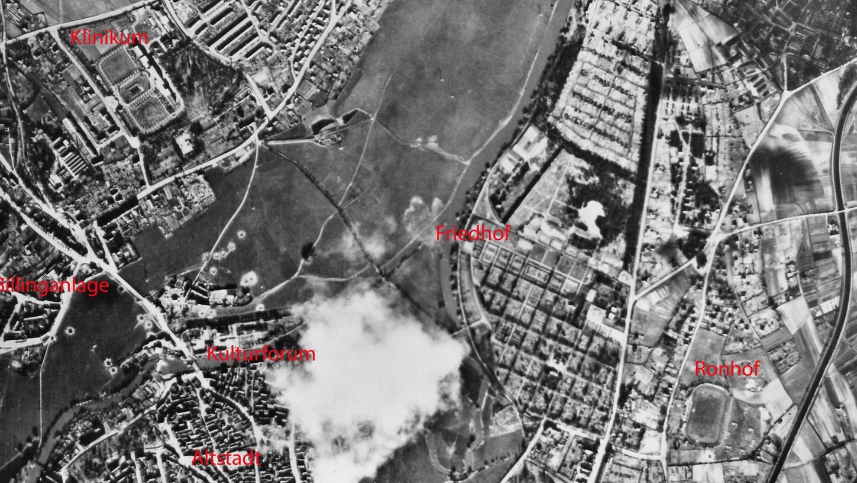 Auf der Aufnahme vom 8. April 1945 sind die Bombentrichter im Wiesengrund, rund um den alten Schlachthof (Kulturforum) und die gegenüberliegende Foerstermühle, zu erkennen. Im Internet wird man zoomen können.