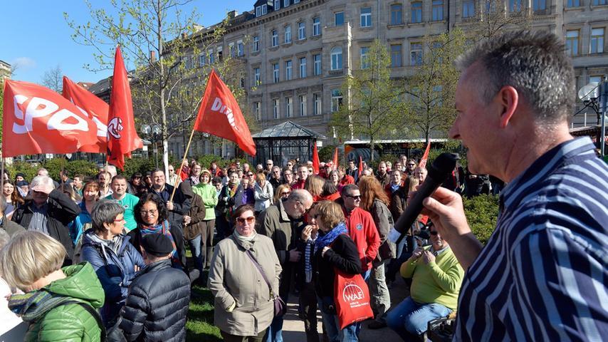 Breiter Protest gegen Neonazi-Demo auf dem Fürther Bahnhofplatz