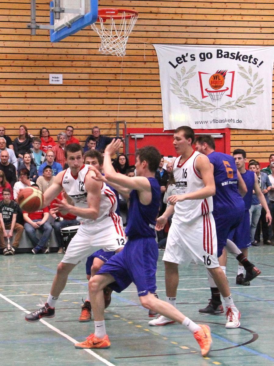 Im letzten Heimspiel der Saison 2014/15 gegen die Bundesliga-Reserve des BBC  Bayreuth ist den VfL-Baskets Treuchtlingen der erhoffte elfte Sieg in Serie  gelungen. Mit dem klaren 98:82 ließen die Treuchtlinger nicht nur die knapp 700  Zuschauer in der Senefelder Halle jubeln, sondern festigten auch ihren vierten  Platz in der Abschlusstabelle der 1. Regionalliga Südost. Dementsprechend  ausgiebig feierte die VfL-Gemeinde.