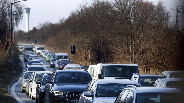 Bei der juristischen Prüfung geht es im Kern darum, ob das bayerische Straßen- und Wegegesetz einer EU-Richtlinie entspricht.
