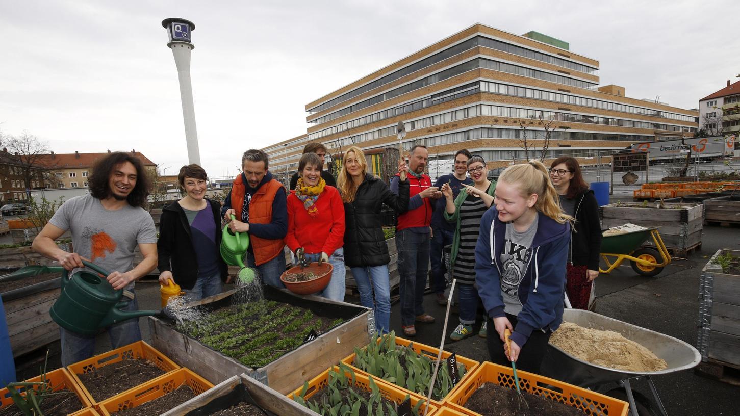 Das Stadtgarten-Team lädt am Samstag am neuen Standort zum Feiern ein.