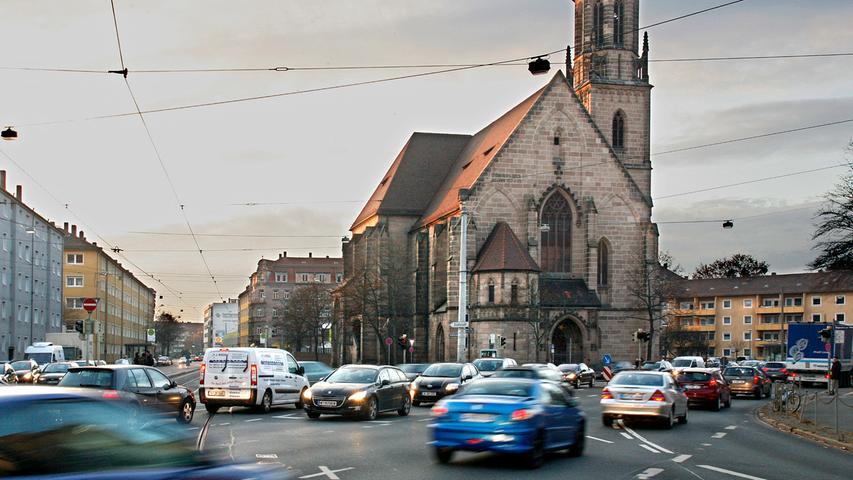 Unübersichtliche Kreuzungen und ein hohes Verkehrsaufkommen gibt es täglich auch rund um die Regensburger und Harsdörfferstraße. 13 Mal waren Fahrradfahrer dort in Unfälle verwickelt.
