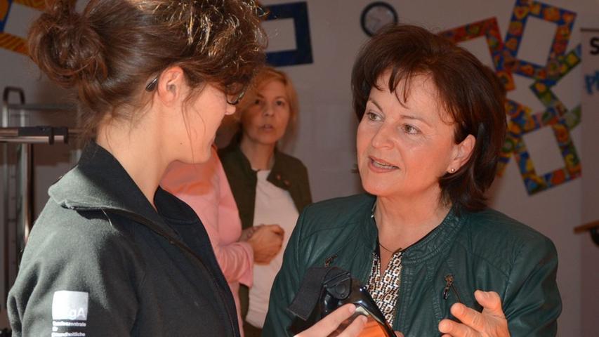 Die 61-jährige Marlene Mortler (rechts im Bild) aus Lauf an der Pegnitz wurde im Wahlkreis Roth in den Bundestag gewählt. (Klicken Sie hier für mehr Infos zu Marlene Mortler)