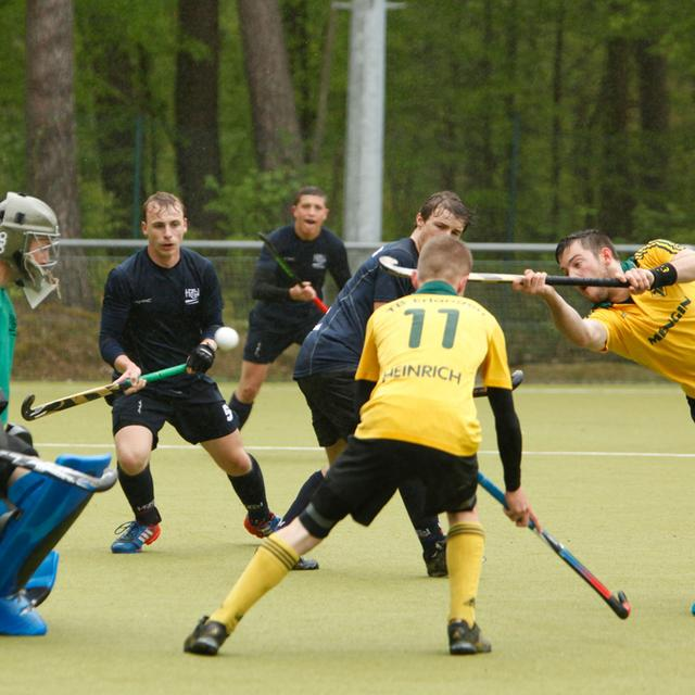 MOTIV: Hockey..TBE (gelb) - HTC Würzburg (RegL)..RESSORT: Sport,  Erlangen..DATUM: 03.05.2015..FOTO: Giulia Iannicelli (PAUSCHALE)