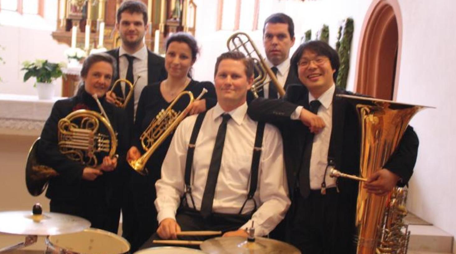 "Die ""BlechMafia"": Regina Scherer, Michael Kraus (Trompeten), Gabi Lüdenbach (Horn), Stephen Jenkins (Posaune), Susumu Kakizoe (Tuba) und Georg Batz (Perkussion)."