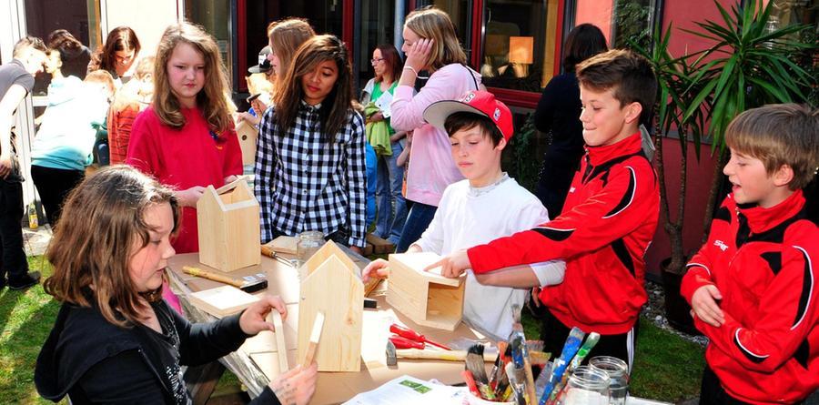 """Kreative Kreationen: Beim Schulfest der Grund- und Mittelschule (GMS) Abenberg unter dem Motto """"Umweltschule"""" am 24. April 2015 hatten die Kinder ihren Spaß."""