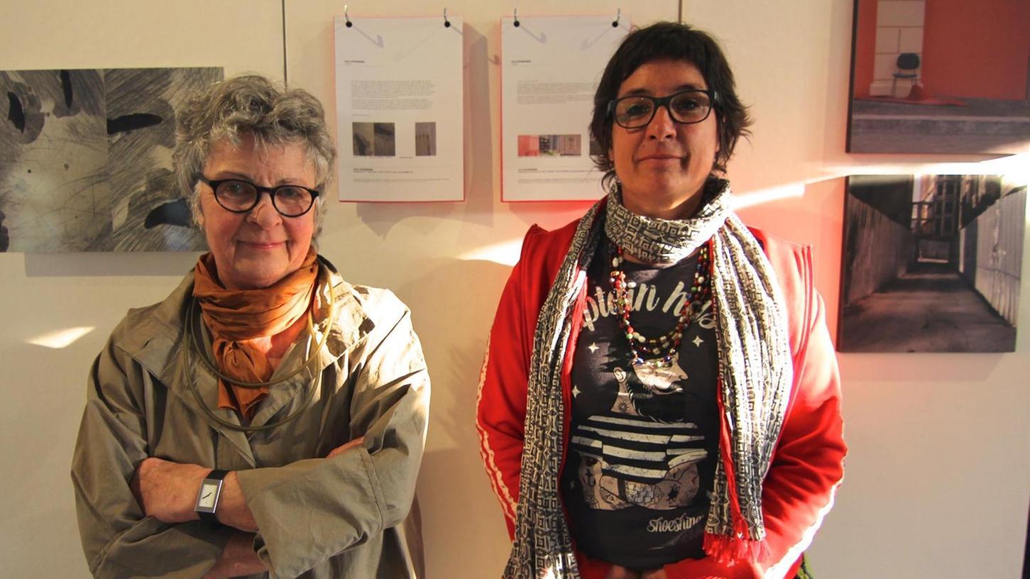 Familientreffen mit Fotoapparaten: Künstlerische Gegensätze ziehen sich an bei Edda (links) und Susa Schneider.