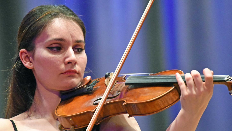Weltklassegeigerin Nazrin Rashidova verzückte mit ihrem Spiel auf einer Stradivari.