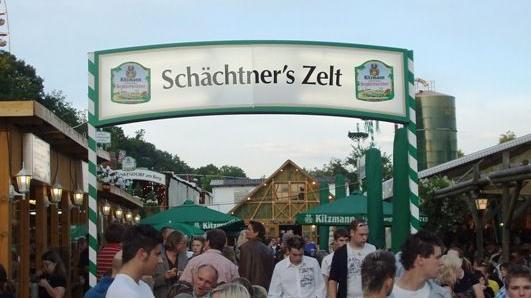 Zeltbetriebe Schächtner e.K. bestehen seit über 40 Jahren und wird von Beatrix und Christian Jacobsen in der zweiten Generation geführt. Der in Fürth ansässige Betrieb ist vorwiegend auf den Kirchweihen im Nürnberger Knoblauchsland zu Hause.