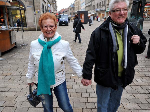 Ute und Armin Bock vermissen Läden mit peppigen Klamotten.