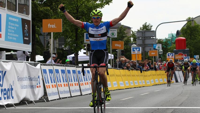 17.05.2015 --- Radsport - Altstadtrennen Nürnberg - Rund um die Nürnberger  Altstadt - Foto: Sport-/Pressefoto Wolfgang Zink / MaWi --- ....Sieger  Jedermann Rennen 35 km