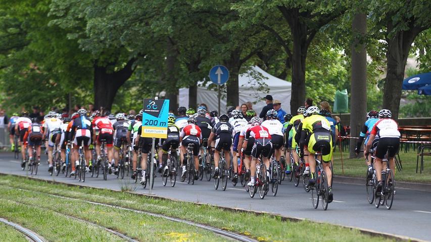 17.05.2015 --- Radsport - Altstadtrennen Nürnberg - Rund um die Nürnberger  Altstadt - Foto: Sport-/Pressefoto Wolfgang Zink / MaWi --- ....Jedermann  Rennen