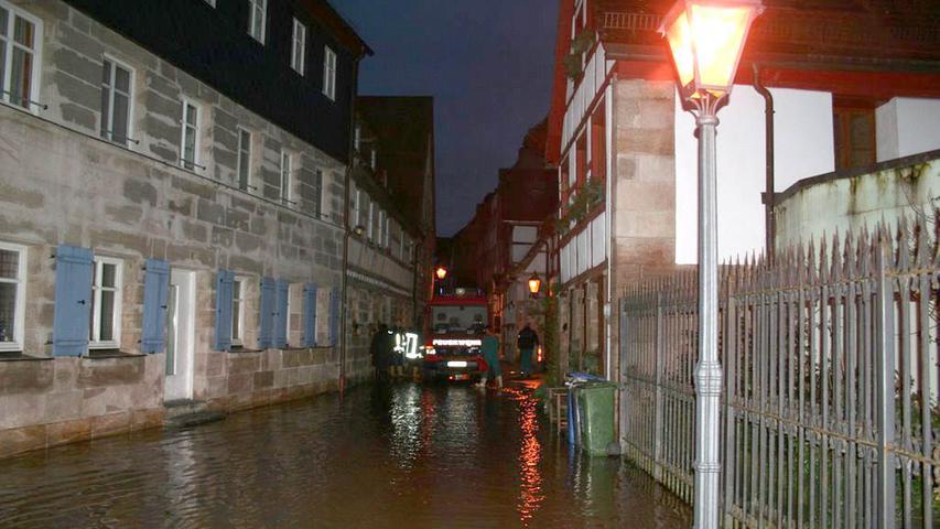 Am Freitagmorgen drückte der Kanal das Wasser in die Löhestraße.