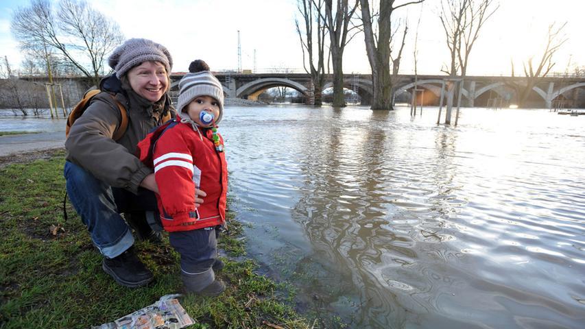 Hochwasser an der Siebenbogenbrücke.