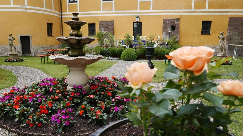 Viel Bewunderung galt der Blumenpracht im Park...
