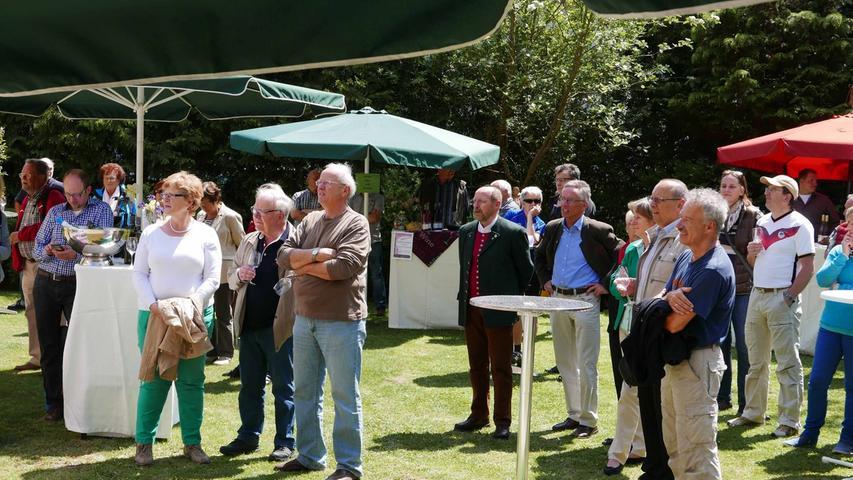 ...wurde vielen Gästen bei der Eröffnung der elften Jungweinprobe entboten...