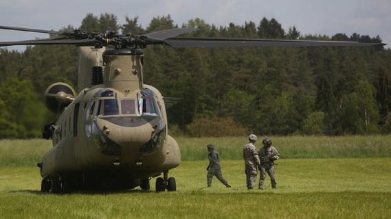 US-Militärheli in Plankenfels aus der Luft geborgen