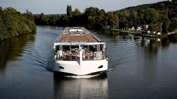 Passagiere in Corona-Quarantäne: Kreuzfahrt-Schiff aus Passau muss vor Wien stoppen