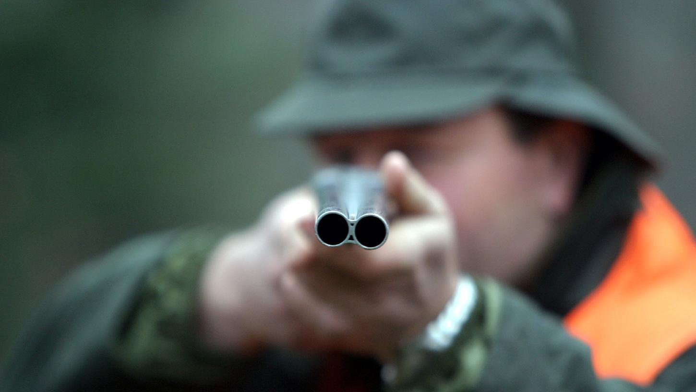 Der Jäger hatte am 15. Dezember gegen 19 Uhr auf die Hovawart-Hündin Dalida geschossen, die sich seinen Angaben zufolge in der Nähe des Waldes aufgehalten hatte.