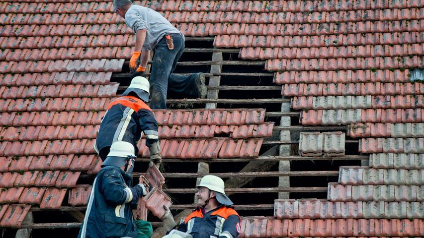 Nach Tornado: Aufräumarbeiten in Ohausen beginnen