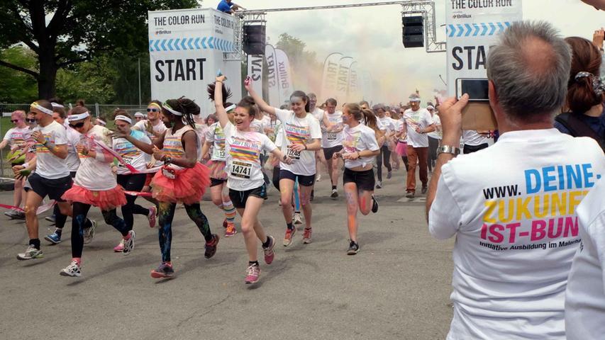 Motiv: The Color Run .. ..Datum: 31.05.2015.. ..Fotograf: Sabine Rösler /  Roland Fengler....Ressort: Lokales Lokal