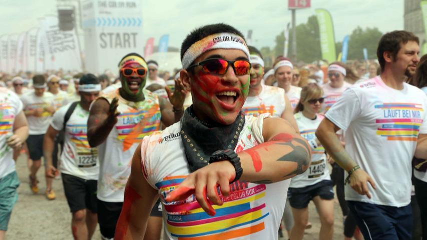 Motiv: The Color Run .. ..Datum: 31.05.2015.. ..Fotograf: Roland  Fengler....Ressort: Lokales Lokal