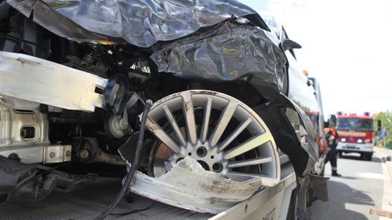 Drei Fahrzeuge kollidiert: Drei Personen verletzt