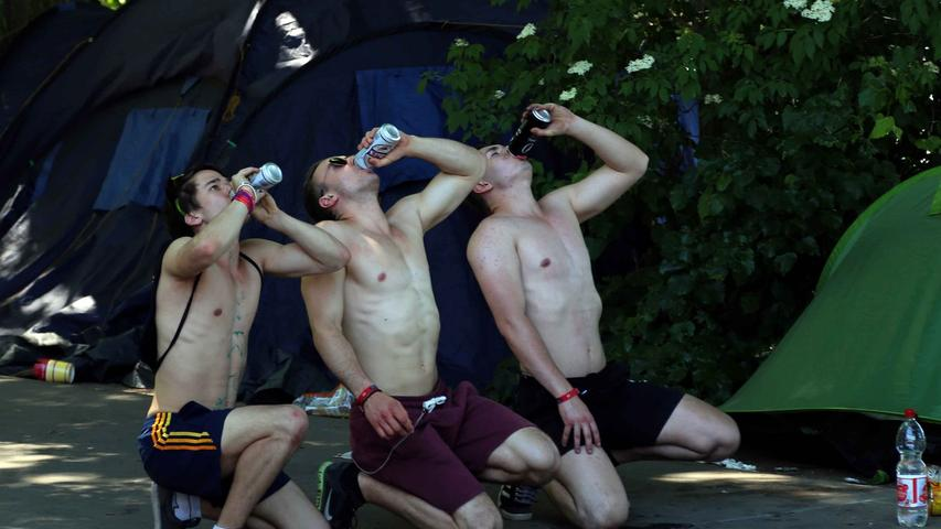 ... stürzten sich die ersten Teilnehmer am Nachmittag bereits in eine Partie Flunkyball. Immerhin aber im Schatten.