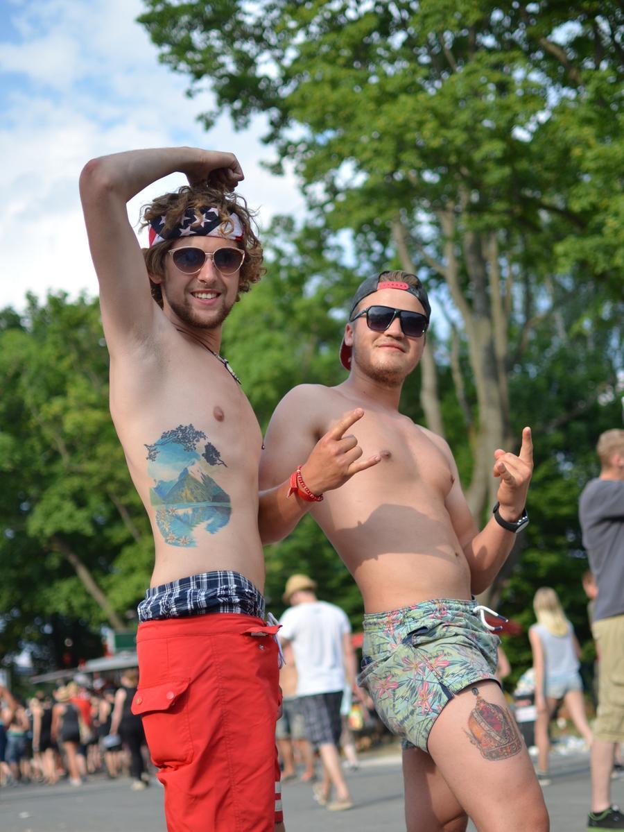 FOTO: Yvonne Neckermann, nordbayern.de; 06.06.2015..MOTIV: Nürnberg, Rock im  Park 2015..Hier: Jungs/Besucher