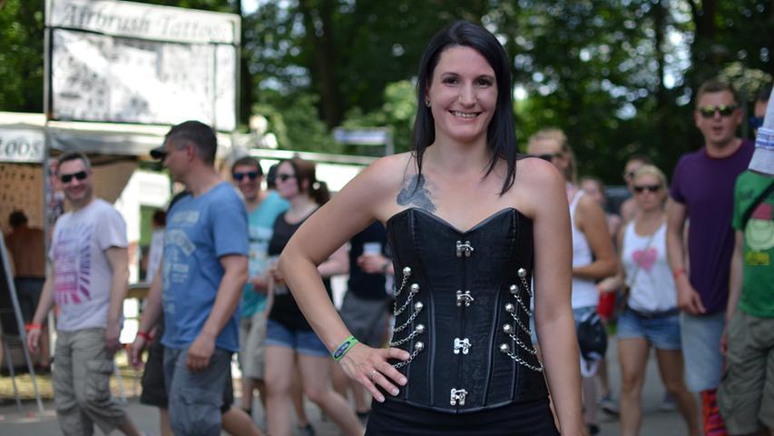 FOTO: Yvonne Neckermann, nordbayern.de; 06.06.2015..MOTIV: Nürnberg, Rock im  Park 2015..Hier: Maedels/Besucher