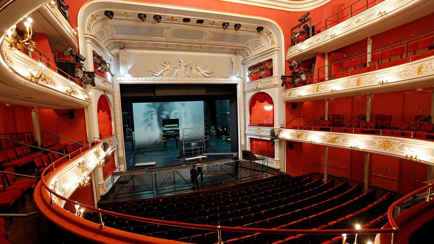 Da es keine Pläne mehr gibt und das Opernhaus auch unter Denkmalschutz steht, ist eine Rückkehr oder Rekonstruktion des ursprünglichen Jugendstils ausgeschlossen.