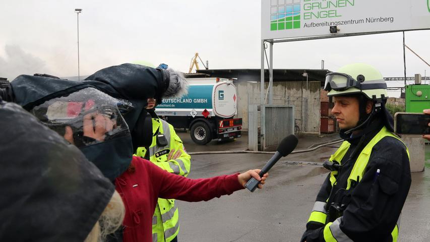 Auch die Löschwasserversorgung der Firma war vom Brand betroffen, daher...