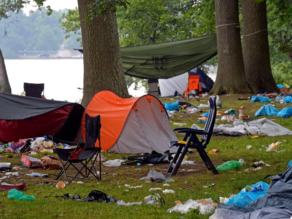 DATUM: 08.06.2015..RESSORT: Lokales Online..FOTO: Horst Linke ..MOTIV: Die  Hinterlassenschaften der Rock-im-Park-Besucher....