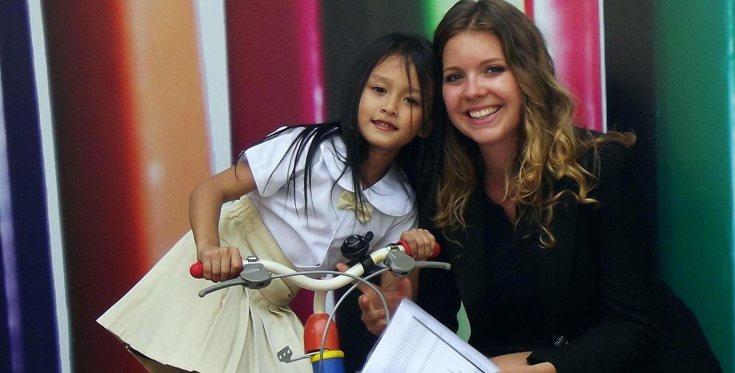 Studentin Debora  hat schon nach dem Abi ein Gap Year eingelegt und Kindern an der Gogo International School in der kambodschaischen Hauptstadt Phnom Penh Englischunterricht gegeben.