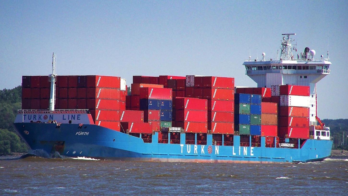 Seit dem Fürther Jubiläumsjahr 2007 fährt die MS Fürth meist vollbeladen über die Meere. Trotzdem ist der Schiffsfonds der Sparkasse Fürth pleite. Anleger sind erbost und fühlen sich falsch beraten, die Sparkasse weist die Schuld von sich. Längst kümmert sich ein Insolvenzverwalter um das Containerschiff.