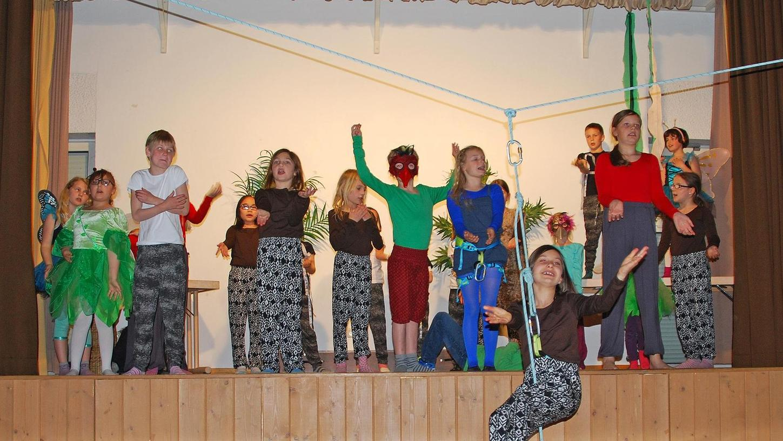 """Die Hortkinder proben schon fleißig für ihre Auftritte beim Musical """"Tarzan"""" im Liebfrauenhaus."""