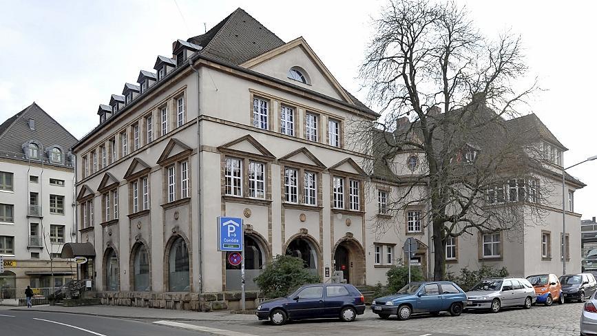 Jede Menge Platz für Jugendeinrichtungen ist in dem unter Denkmalschutz stehenden Gebäude aus dem Jahr 1913. Unter den Dächern könnten Studios und ein Multifunktionsraum entstehen.