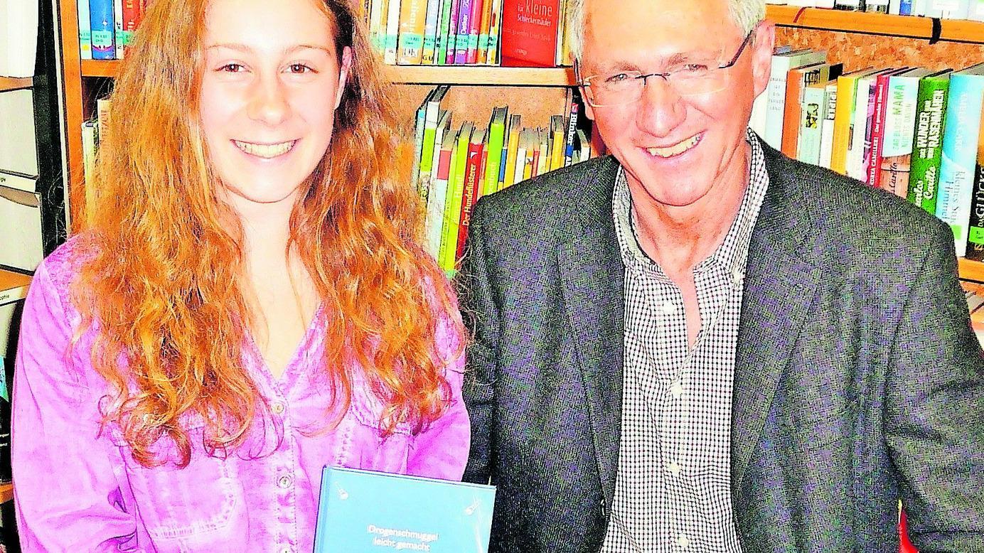 Michaela Scheidel mit Bürgermeister Werner Bäuerlein bei ihrer Lesung in Abenberg.