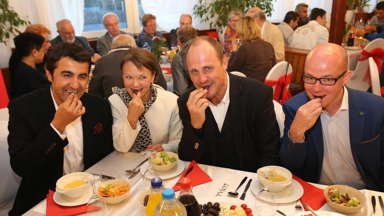 Fastenbrechen (iftar) der SPD-Landtagsfraktion: Arif Tasdelen, Helga Schmitt-Bussinger, Christian Vogel und Thorsten Brehm (v.l.n.r.)