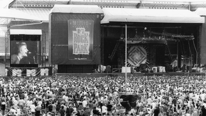1997 fand Rock im Park zum ersten Mal im Frankenstadion statt. Headliner waren damals Aerosmith, Beck, Bush und Kiss. Hier spielen die Britpopper von Kula Shaker.  Mailen Sie uns Fotos und/oder Berichte Ihres persönlich besten Konzert-Erlebnisses in Nürnberg und Umgebung mit dem Betreff