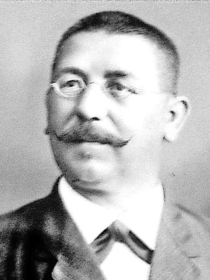 Das älteste Lehrerfoto: Hauptlehrer Friedrich Schneider unterrichtete von 1895 bis 1926 in Unterreichenbach.