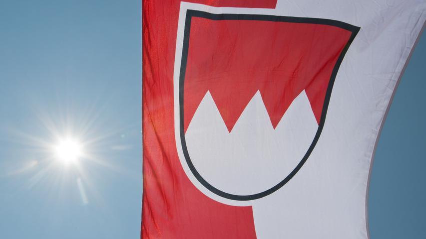 Franken - ein einzigartiger und liebenswerter Landstrich. Unsere Farben sind das Rot und das Weiß des fränkischen Rechens. Was das Leben in Franken so besonders macht, zeigen wir auf den nächsten 24 Bildern.