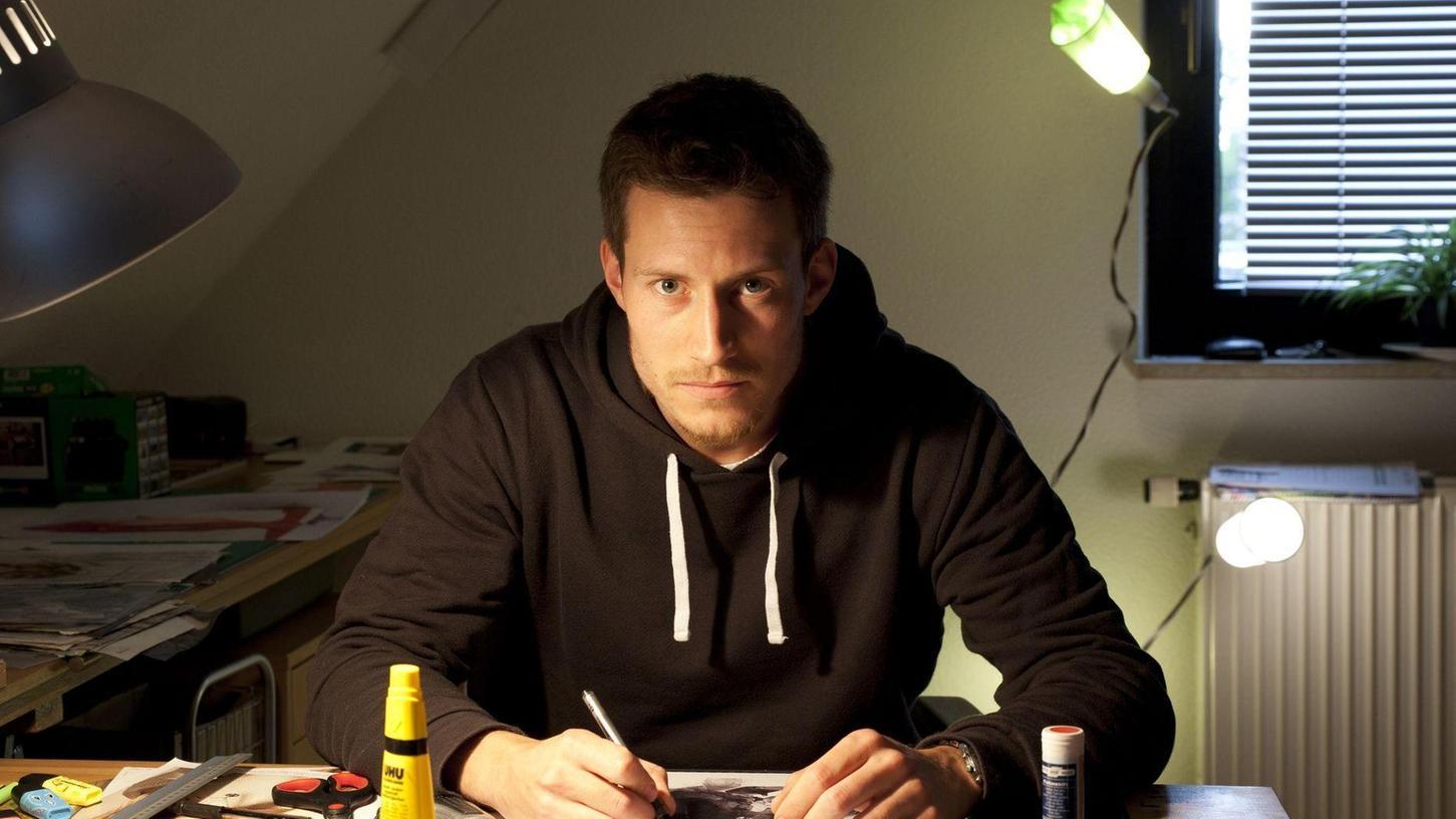Lucas Krieg in seinem Atelier in Schniegling. Seit einigen Jahren beschäftigt er sich intensiv mit seinen Träumen.