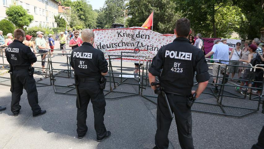 Demonstration gegen die Rechte Messe in der Frankonia in Erlangen in der Loewenichstrraße.