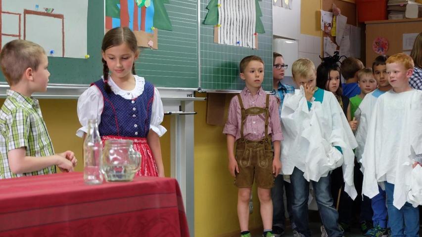"""Alle vier Jahre veranstaltet die Grundschule Wendelstein ein großes Schulfest. 2015 stand es unter dem Motto """"Zeit zum Spielen"""". In den Klassenräumen und auf dem Pausenhof hatten die Schulkinder und Lehrkräfte vieles zum Thema Spiel vorbereitet."""